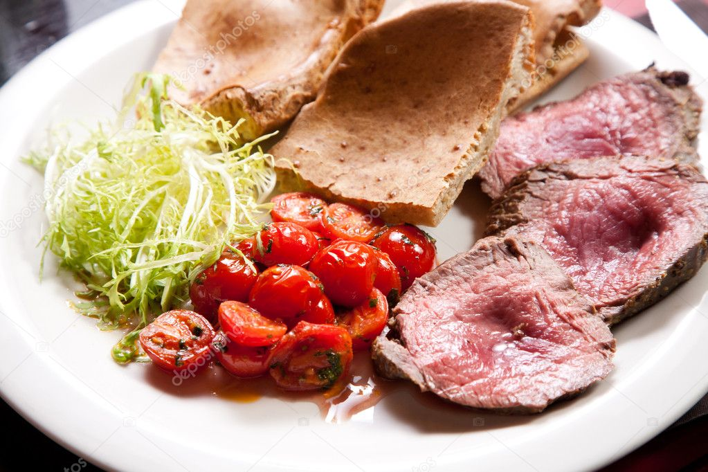 Slices of juicy roast beef with vegetables  Stock Photo #11818111