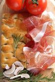 Focaccia odrobina boczku koniec ser — Zdjęcie stockowe
