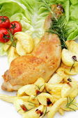 Isolated roast chicken and potatoes on the plate — 图库照片