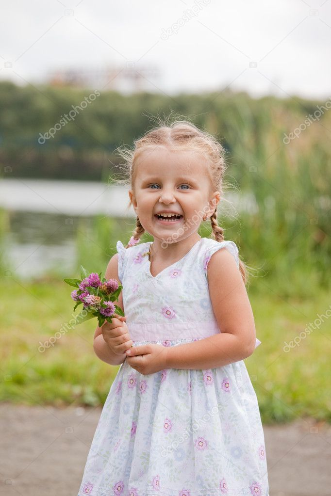Happy smiling child with flowers outdoor — Stock Photo #12254740