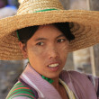 Portrait of burmese woman in a straw hat, Inle lake, Shan state, Myanmar, Southeast Asia — Stock Photo