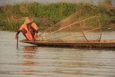 Inle lake fisherman, Shan state, Myanmar, Southeast Asia — Stock Photo