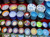 Display of colorful pottery, Istanbul, Turkey — Stock Photo