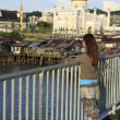 Young tourist admiring view of Kampong Ayer and Sultan Omar Ali Saifudding Mosque, Bandar Seri Begawan, Brunei, Southeast Asia — Stock Photo