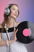 Girl listening music smiling — 图库照片