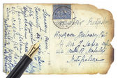 золотая ручка на ретро открытки — Стоковое фото