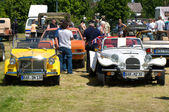 "PAAREN IM GLIEN, GERMANY - MAY 26: Cars on the field, Fiat Siata Spring and Roadster Panther Kallista, ""The oldtimer show"" in MAFZ, May 26, 2012 in Paaren im Glien, Germany — Foto Stock"