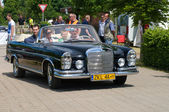"""PAAREN IM GLIEN, GERMANY - MAY 26: Car Mercedes-Benz 220 SE Convertible, """"The oldtimer show"""" in MAFZ, May 26, 2012 in Paaren im Glien, Germany — Stock Photo"""