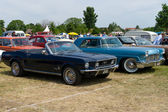 """PAAREN IM GLIEN, GERMANY - MAY 26: Car Lincoln Continental Mark II and the Ford Mustang Сonvertible, """"The oldtimer show"""" in MAFZ, May 26, 2012 in Paaren im Glien, Germany — Stock Photo"""