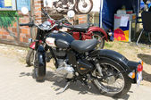 "PAAREN IM GLIEN, GERMANY - MAY 26: Motorcycle Royal Enfield Bullet 500, ""The oldtimer show"" in MAFZ, May 26, 2012 in Paaren im Glien, Germany — 图库照片"
