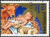 NEW ZEALAND - CIRCA 2000: A stamp printed in New Zealand, is dedicated to Christmas, depicts Baby Jesus, cow, lamb, circa 2000 — Stockfoto