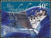 новая зеландия - около 2002: почтовые марки, напечатаны в новой зеландии, показывает kz1 яхты, около 2002 — Стоковое фото