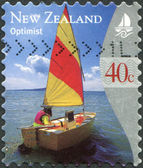 NEW ZEALAND - CIRCA 1999: Postage stamps printed in New Zealand, shows yacht Optimist, circa 1999 — 图库照片
