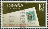 SPAIN - CIRCA 1966: A stamp printed in Spain, shows an envelope with postage stamp of Spain and the 5 postmark of Alicante, circa 1966 — Foto Stock