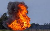 Explosion med flygande skräp — Stockfoto