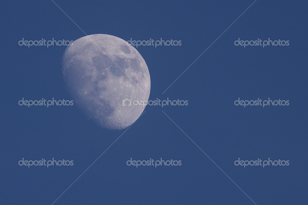 Moon at dawn — Stock Photo #11971754