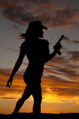 Silhouette gun woman walk — Stock Photo