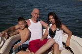 Szczęśliwa rodzina łódź łuk — Zdjęcie stockowe