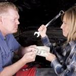 Handing over money — Stock Photo