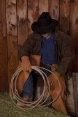 Cowboy sit fass halten seil — Stockfoto