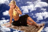 Genie na latający dywan, patrząc wstecz — Zdjęcie stockowe