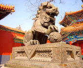 Ancient bronze lion (Beijing, China) — Stock Photo