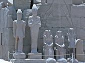 Familj av statyer — Stockfoto
