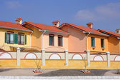 A row of new townhouses or condominiums — Stock Photo