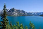 λίμνη και τα βουνά — Φωτογραφία Αρχείου
