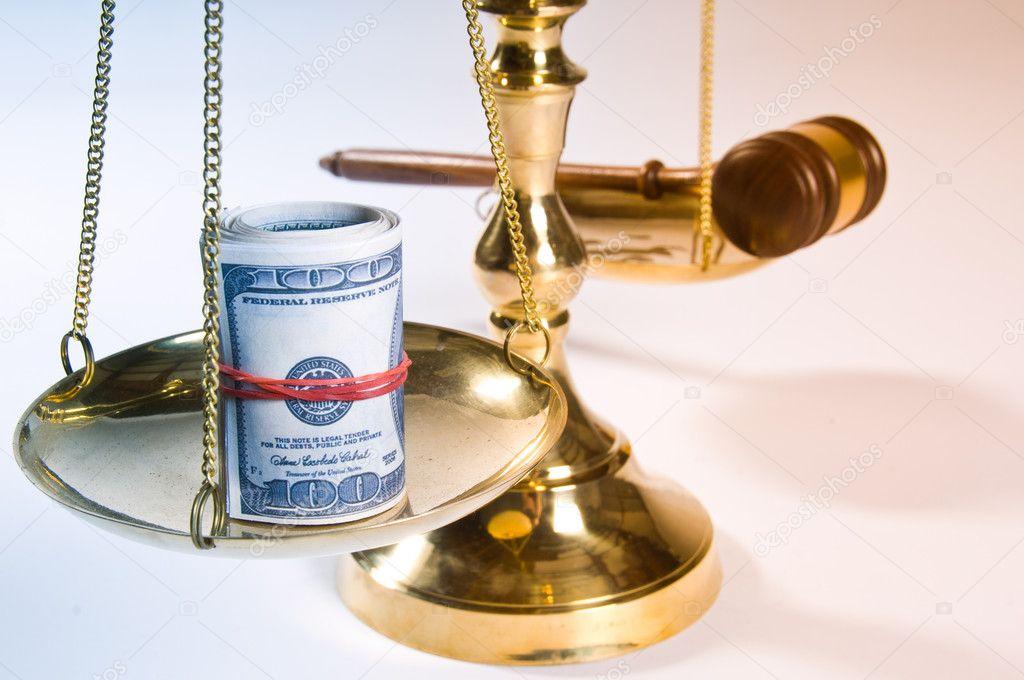 Ответчик сам платит за адвоката мог только