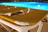 View of restbeds and pool at night — Stock Photo