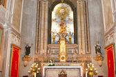 Kyrkans altare med heliga bilder — Stockfoto