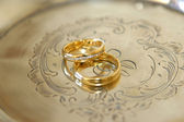 Wedding rings on a silver plate — Stock Photo
