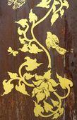 Eski ahşap kapı üzerinde altın boyama — Stok fotoğraf