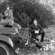 mulher e motorista após acidente de carro no país — Foto Stock