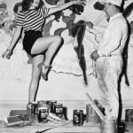 Dancing woman posing for mural painter — Stock Photo #12289362