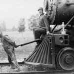 Engineers pulling train engine — Stock Photo #12289767