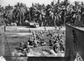 Amerikan askerlerinin plajlar i̇kinci dünya savaşı sırasında fırtınası — Stok fotoğraf