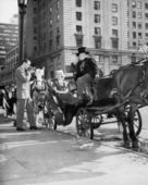 Riding in Style - carriage driver at Grand Army Plaza — Stock Photo