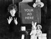 Kobieta i znak liczby sklepów dni aż do bożego narodzenia — Zdjęcie stockowe