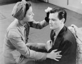Woman tending to injured man — Stock Photo