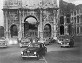 Cars and ancient monuments Rome Italy — Stock Photo