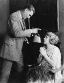 мужчина женщина бранить за медлительность — Стоковое фото