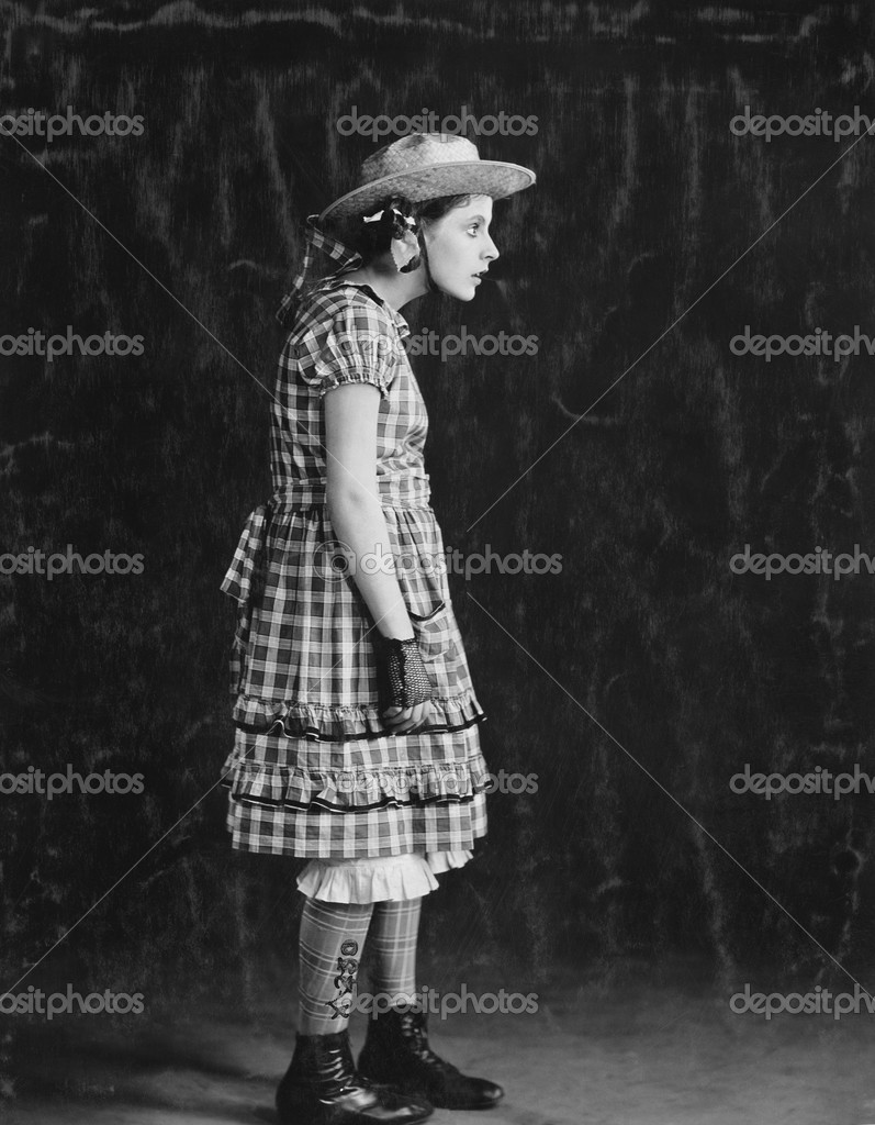 Portrait of girl in plaid dress and straw hat — Stock Photo #12289059