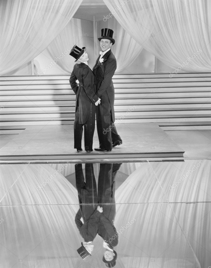 Couple posing in tuxedos and reflection — Stock Photo #12289457