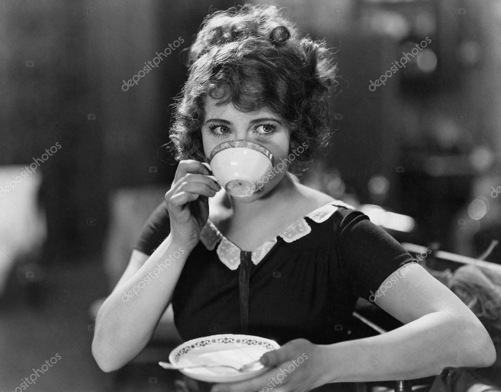 Portrait of woman drinking from teacup — Stock Photo #12289849