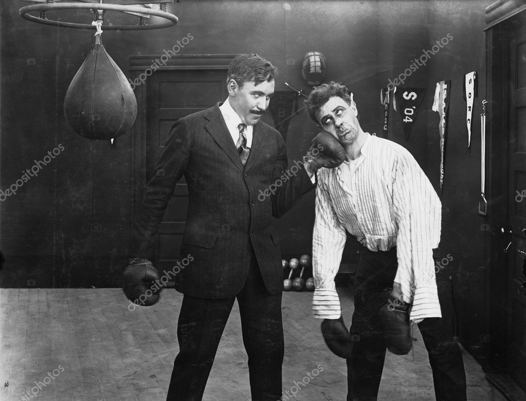 Winner and loser in boxing match — Stock Photo #12289942