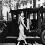 Woman walking to car — Stock Photo #12291581