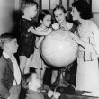 Woman and children looking at globe - Foto Stock