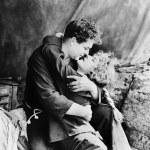 coppia in abbraccio appassionato — Foto Stock